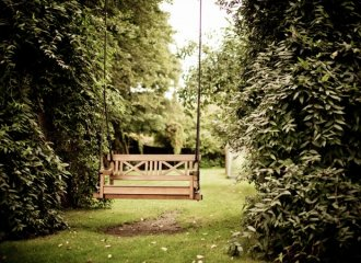 Why a Teak Wood Swing Is a Better Option Than a Bench?